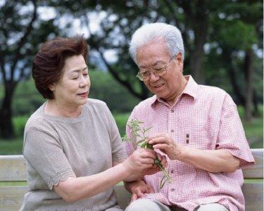 解析老年斑多种成因,科学补硒可预防老年斑形成
